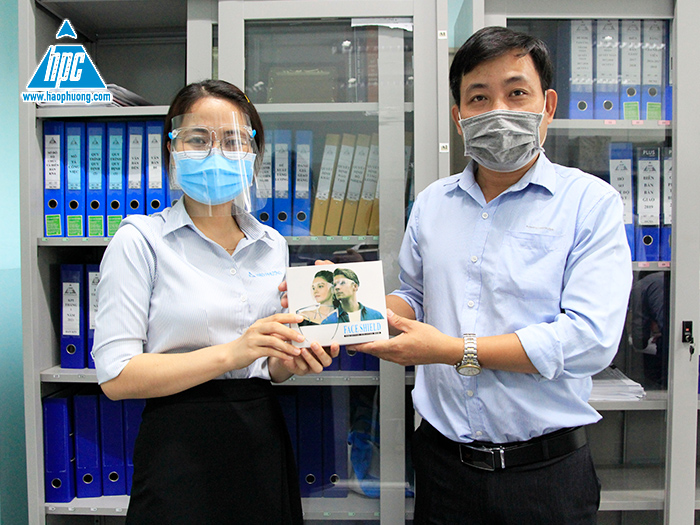 Hao Phuong equips more than 200 face shields for all employees